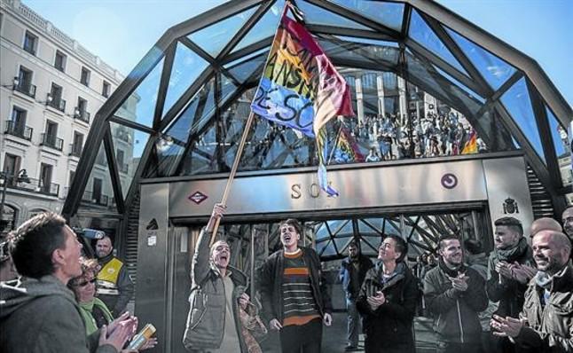 Protesta convocada pel col·lectiu de gais i lesbianes davant l