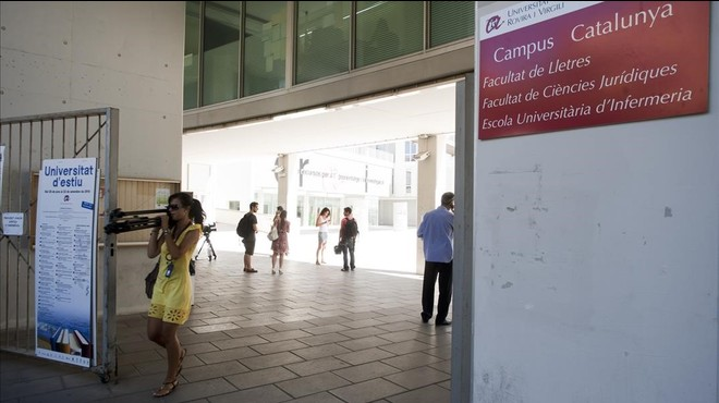 """La URV sanciona un catedràtic per una falta """"molt greu"""" d'assetjament laboral"""