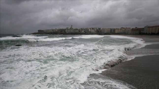 Temporal costero en A Coruña, donde hay alerta por posibilidad de olas de nueve metros este domingo.