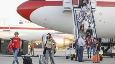 Arriba a Madrid l'avió amb els espanyols evacuats de Saint Martin per l'huracà 'Irma'