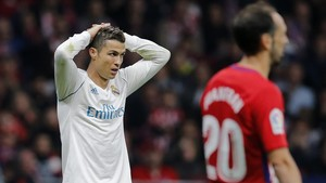 zentauroepp40999442 real madrid s cristiano ronaldo reacts during a spanish la l171119000507