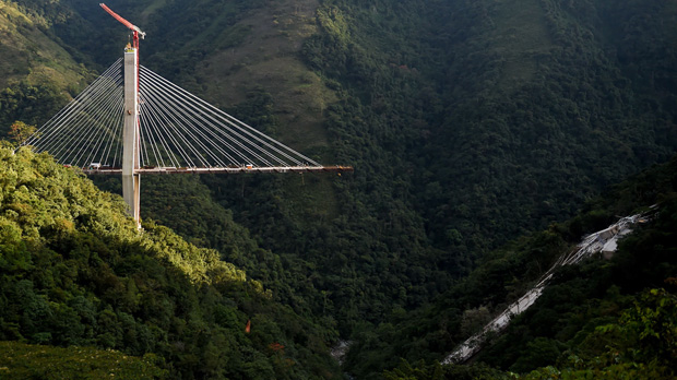 Desplome de un viaducto en construcción en Colombia.