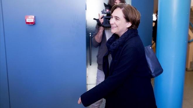 Les bases de Barcelona en Comú recolzen l'acord amb el PSC amb el 32,8% de rebuig
