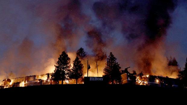 Declarado el estado de emergencia en California tras avivarse los 15 fuegos que devoran el norte