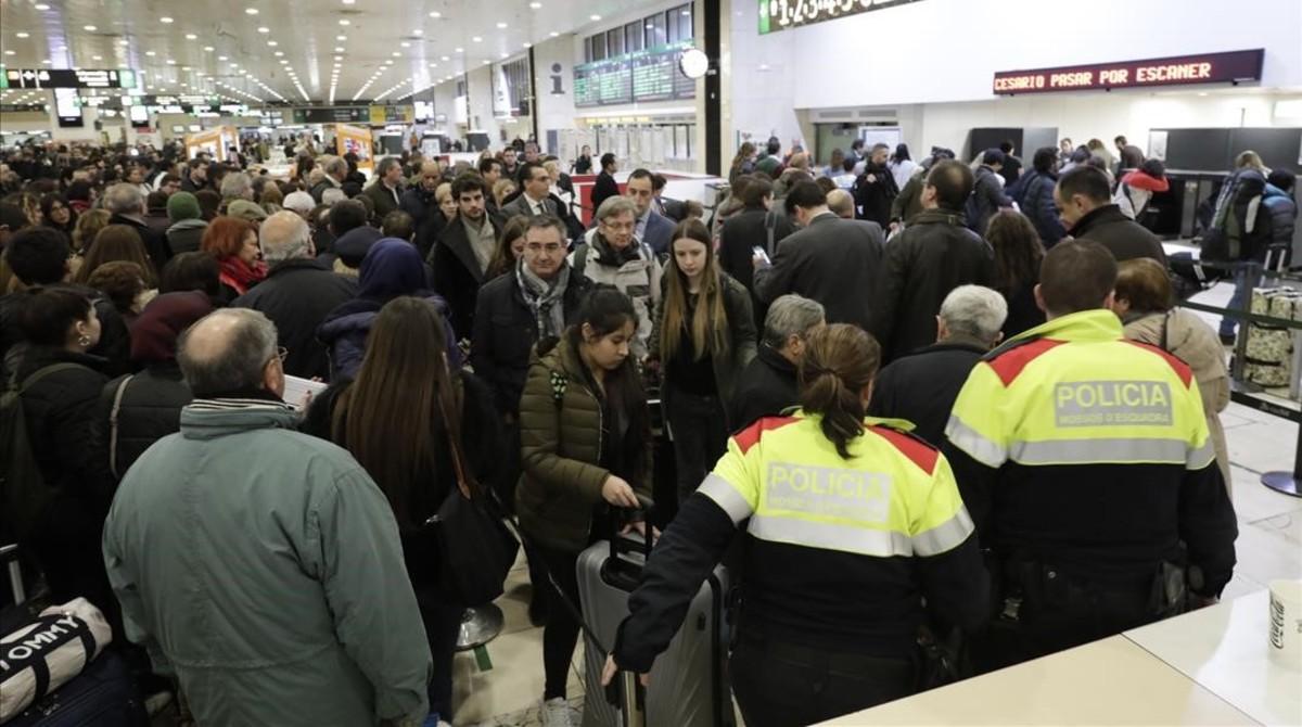 Reoberta l'estació de Sants després d'una falsa alerta de bomba