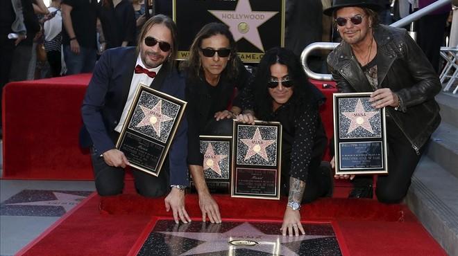 Los miembros de Man�, Sergio Vall�n, Juan Calleros, �lex Gonz�lez y Fher Olvera, ante su estrella en el Paseo de la Fama de Hollywood.