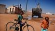 Refugiados saharauis, en el desierto a 50�