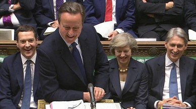 Cameron ennobleix els seus amics