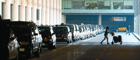 Asombro en El Prat tras 48 horas de huelga consentida de taxistas