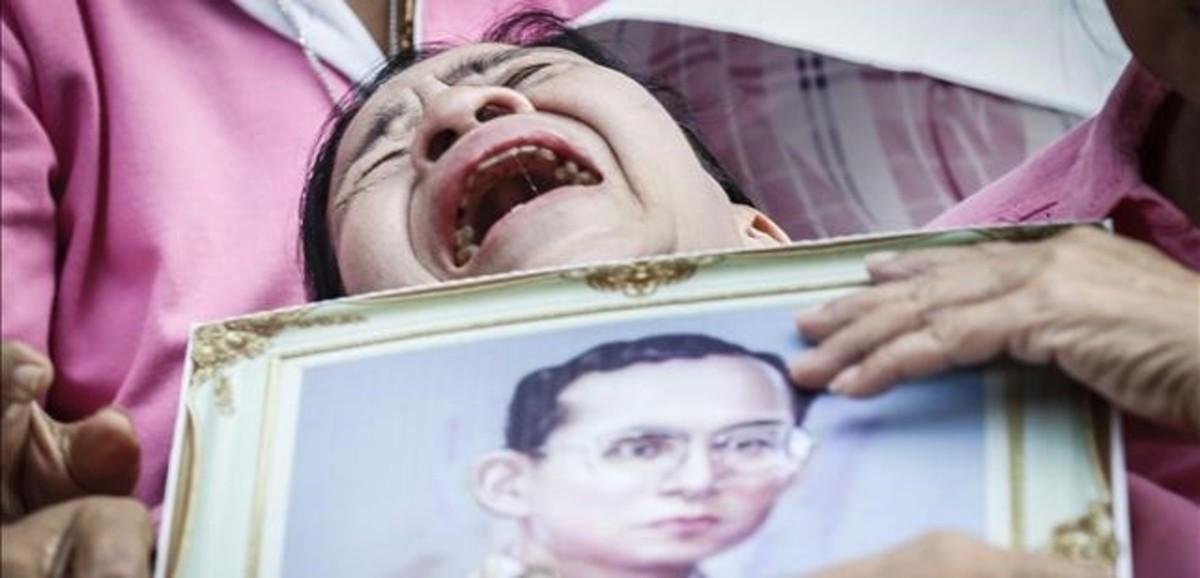 Mor el rei de Tailàndia, el més ric i el més longeu