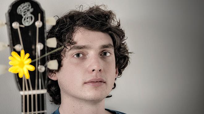 El artista británico Dan Oweninterpreta 'Made to love you' en acústico.