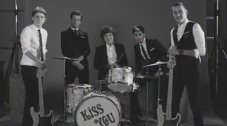One Direction presenta nuevo videoclip con referencias a grandes músicos de los años sesenta
