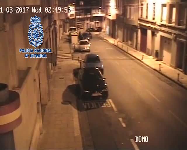 Una càmera policial caça en directe l'agressió masclista a una dona a Lugo