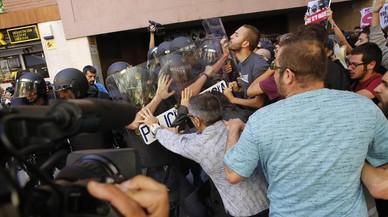 Enfrentamientos durante el registro en la sede de la CUP