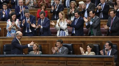 Rajoy toma oxígeno tras salvar por la mínima los Presupuestos