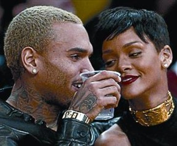 Rihanna defiende a Chris Brown_MEDIA_1