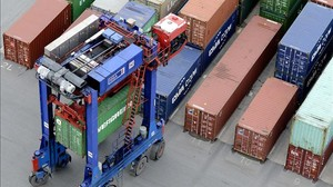 Contenidors al port dHamburg.