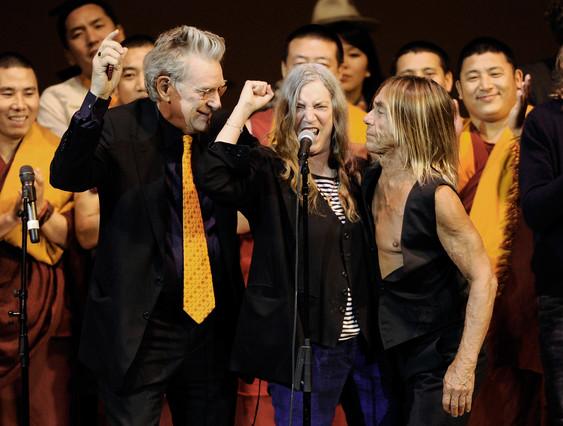 Robert Thurman, Patti Smith e Iggy Pop, en un festival a beneficio de la Tibet House en Nueva York