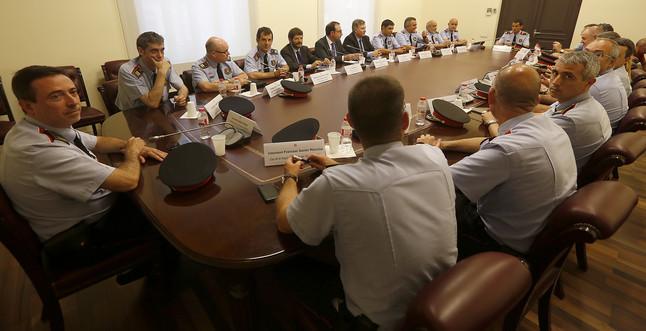Reunión del 'conseller' Ramon Espadaler con la cúpula de los Mossos d'Esquadra, el pasado junio.