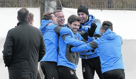 Felices 8 V�ctor S�nchez, Abraham, V�ctor �lvarez, Kiko Casilla y Sergio Garc�a se divierten en un entrenamiento del Espanyol de esta semana.