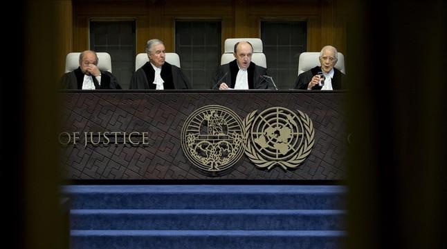 El juez Peter Tomka, en el momento de leer la sentencia.