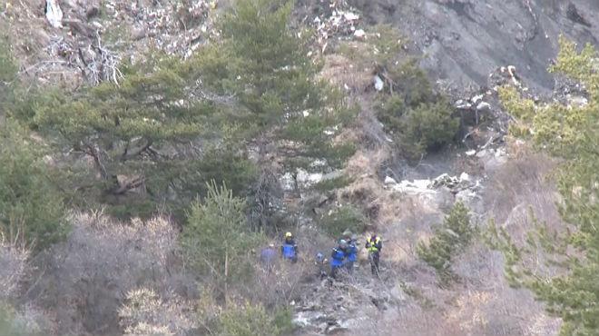 Imágenes de los restos del avión de Germanwings estrellado en los Alpes