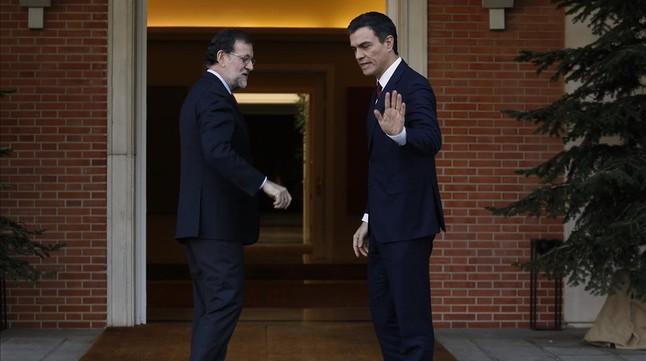 Rajoy y Sánchez en la Moncloa, durante su última reunión, el pasado 23 de diciembre.