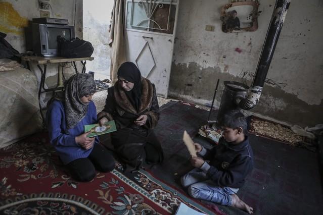 Las familias sirias viven con muchas carencias en la mayoría del país.
