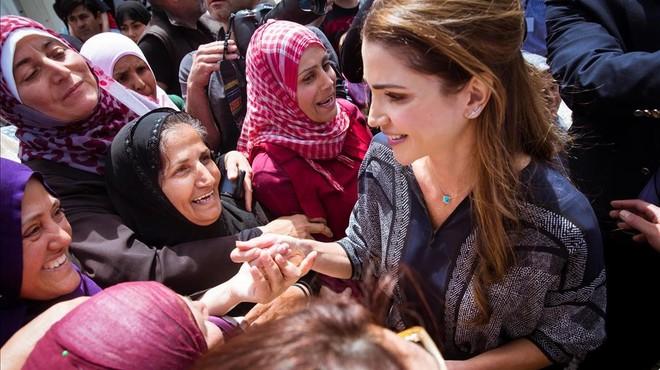 Rània de Jordània visita els refugiats de Lesbos