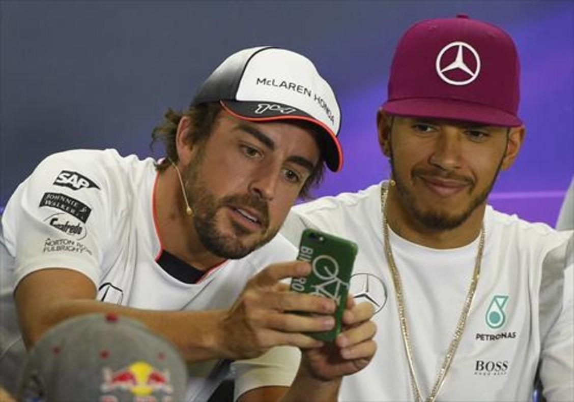 Alonso y Hamilton, durante una rueda de prensa del pasado Mundial.