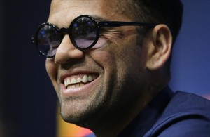 lmendiola38095051 juventus dani alves smiles during a press conference at the170710133521