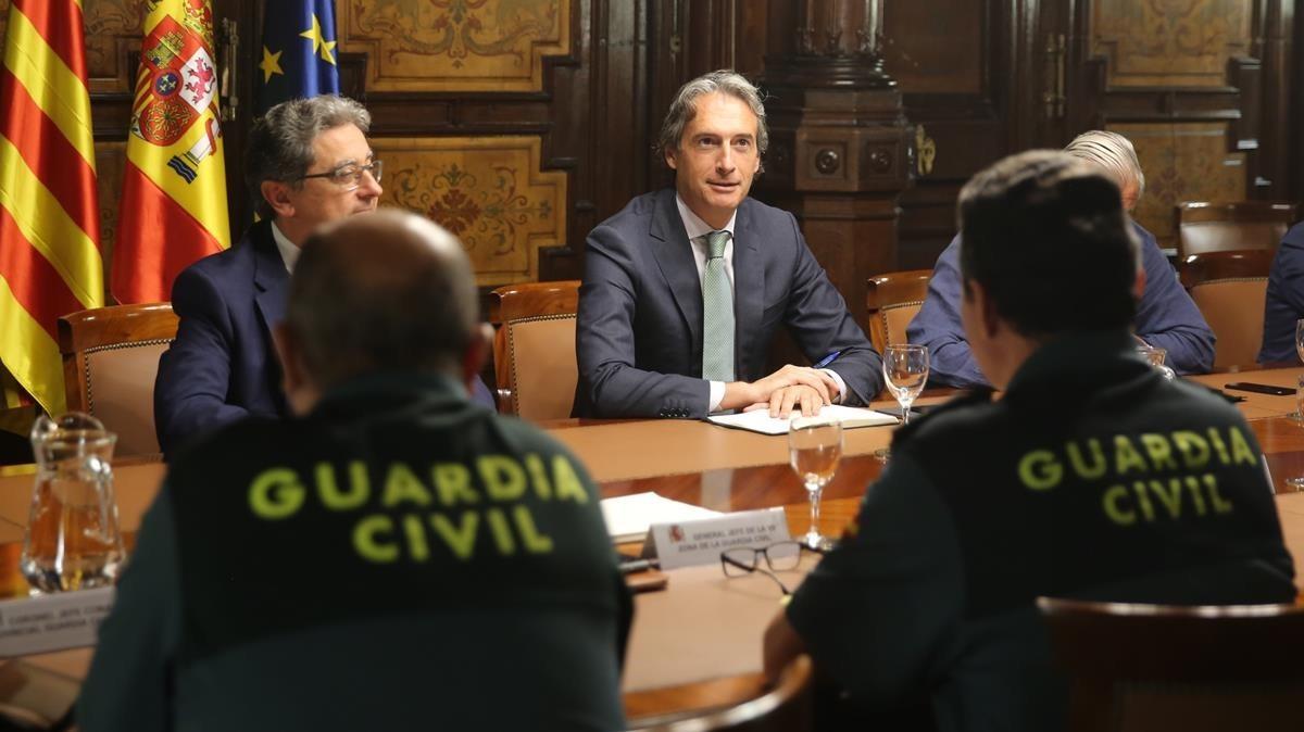 El ministro Iñigo de la Serna preside la reunión del comite de crisis en la Delegación del Gobierno en Catalunya.