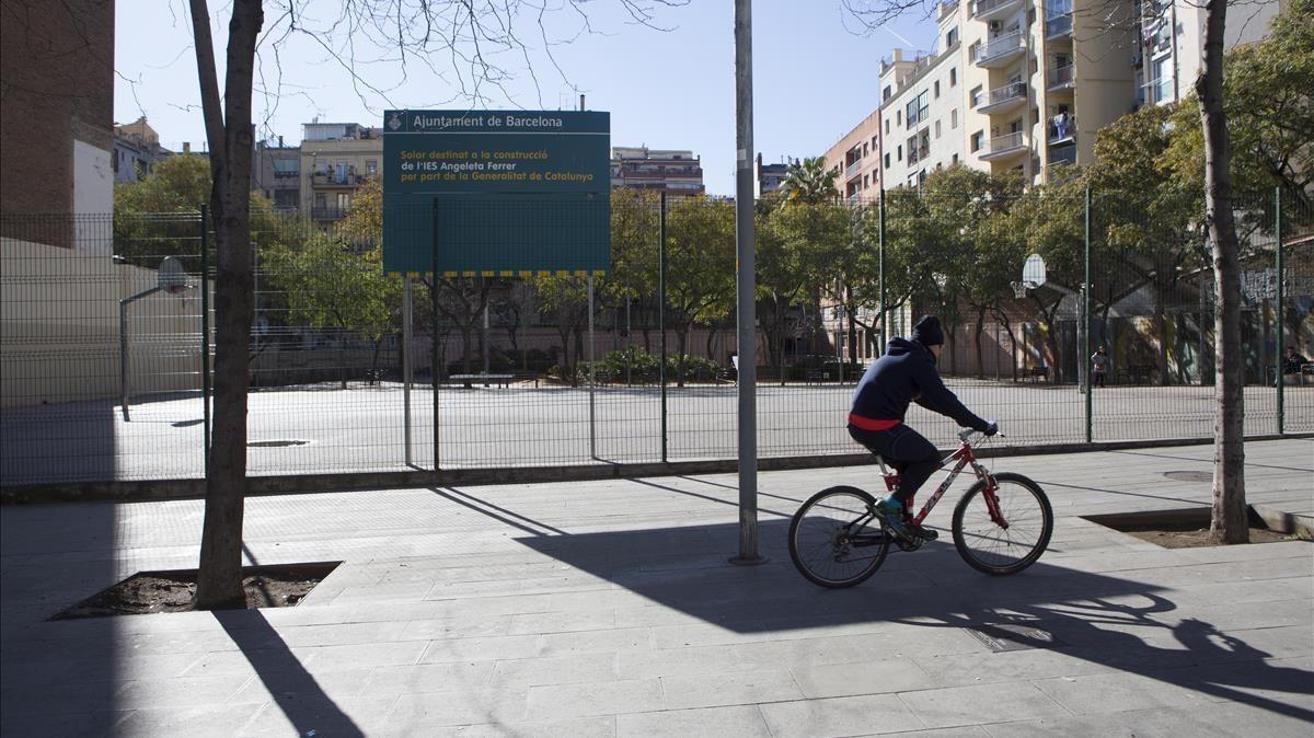 El eixample pide posponer la apertura del instituto - Calle marina barcelona ...