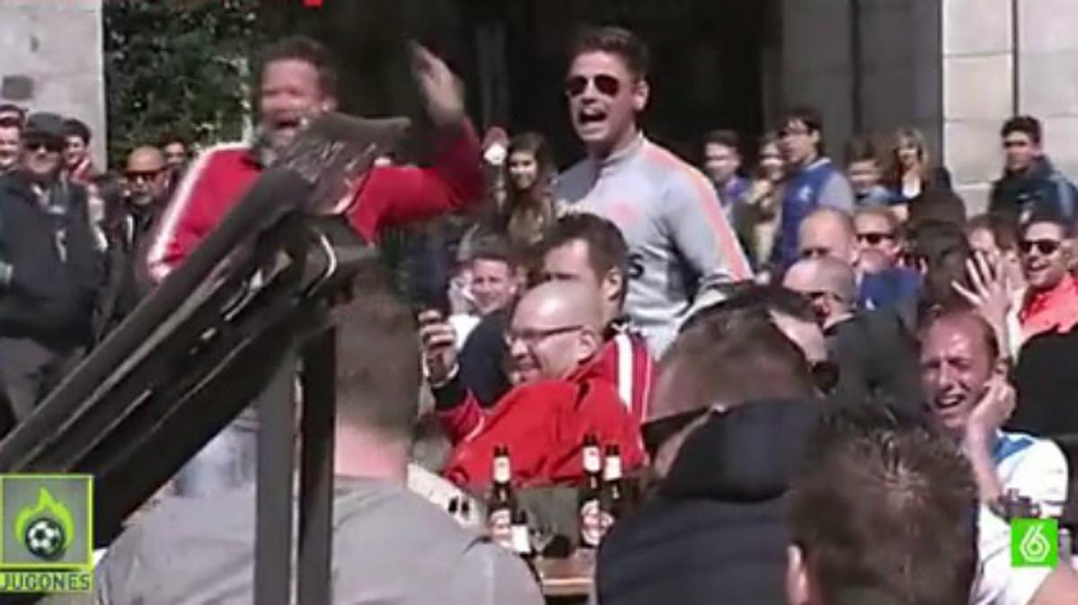 La fiscal�a de Madrid investiga a los hinchas del PSV que humillaron a unas mendigas