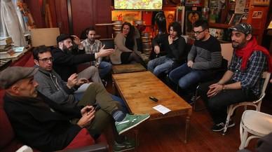 De izquierda a derecha, Pablo Schvarzman, Manel Cabello, Víctor del Río, Oriol Roca, Sandra Bustamante, Miquel Felip, Albert Costa y Raynald Colom.