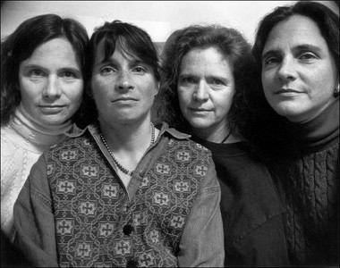 Cuatro hermanas se fotografían posando juntas durante 37 años