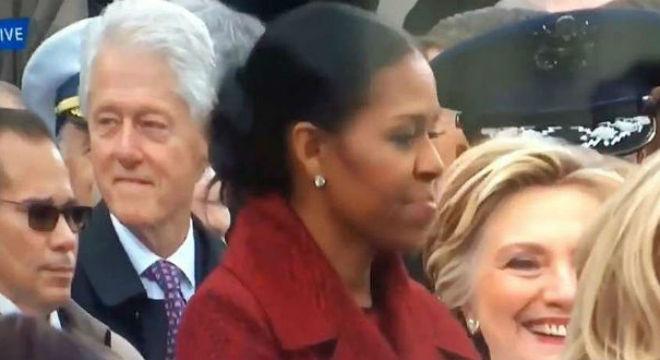 ¿A quién mira Bill Clinton con el desagrado de Hillary?