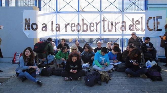 Nova protesta contra la reobertura del CIE de la Zona Franca