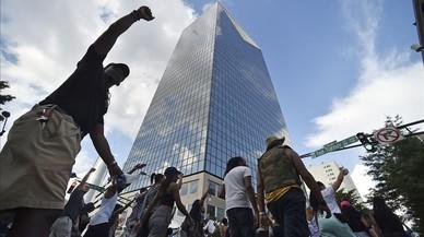 Milers de persones protesten als EUA per la brutalitat policial contra la minoria negra