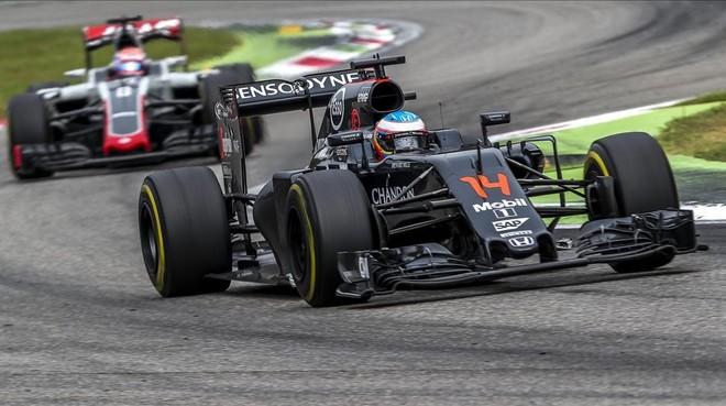 El piloto asturiano Fernando Alonso en acci�n durante el Gran Premio de Italia 2016.