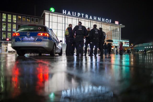 "Merkel promete una dura respuesta a los ""intolerables"" ataques de Colonia"