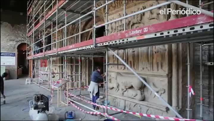 La portalada del monasterio de Ripoll luce con un aspecto renovado tras cinco meses de obras