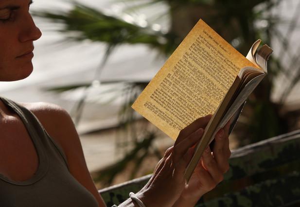 Un estudio sostiene que los lectores son (un poco) más felices