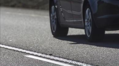 La DGT empieza a colocar bandas rugosas en las carreteras convencionales