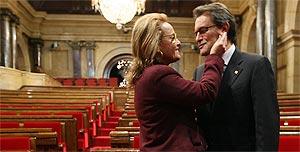 Mas logra la investidura elevando su desafío soberanista a Rajoy