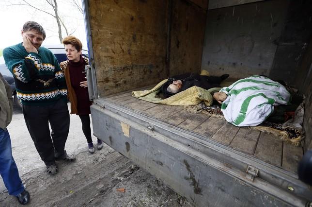 Los cuerpos de las víctimas del tirotero de esta noche cerca de Slaviansk.