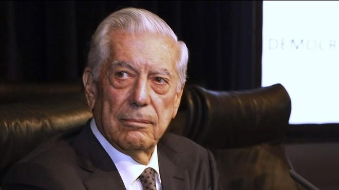 Alfaguara apel·la a l'acció policial per un tuit fals sobre Vargas Llosa