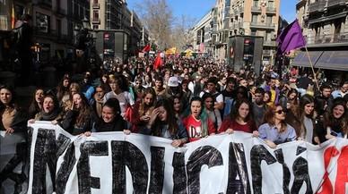 Estudiants i professors criden a la vaga contra les revàlides