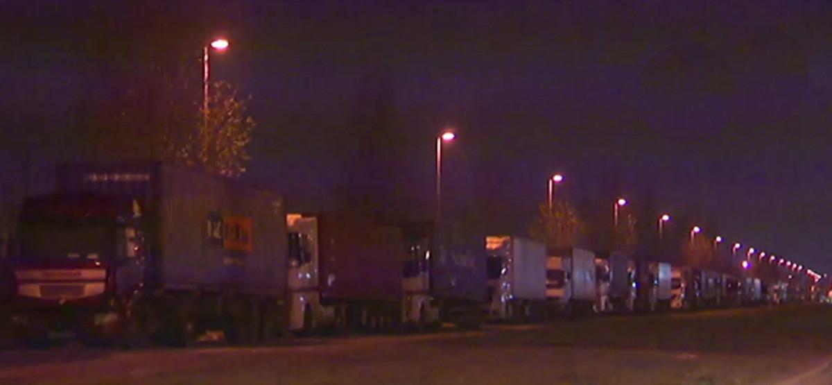 Colas de camiones en el Puerto de Barcelona.