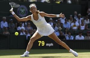 Victoria Azarenka, durante su partido de tercera ronda en Wimbledon ante Heather Watson
